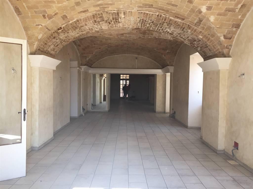 Locale commerciale in Via Delollis  10, Centro Storico, Chieti