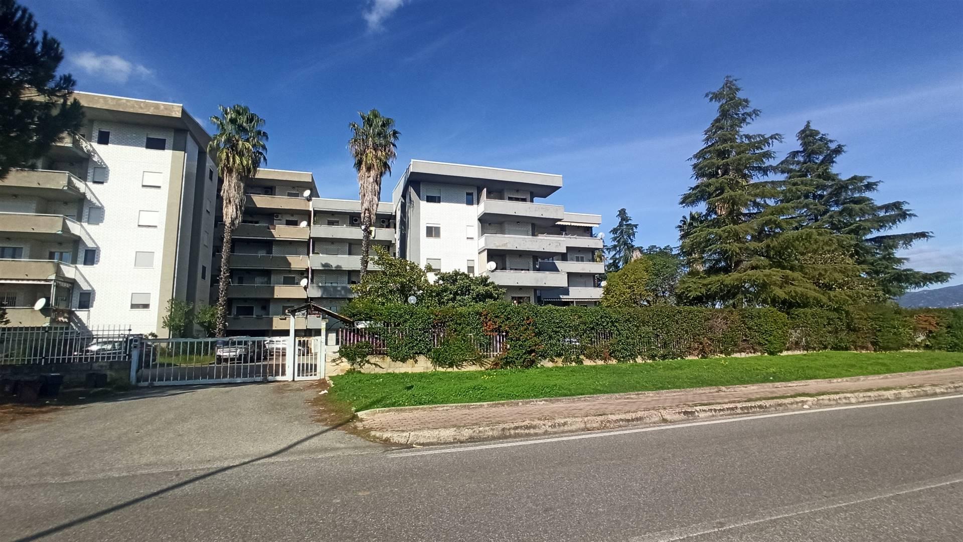 Appartamento in vendita a Rende, 7 locali, zona Località: COMMENDA, prezzo € 170.000   PortaleAgenzieImmobiliari.it