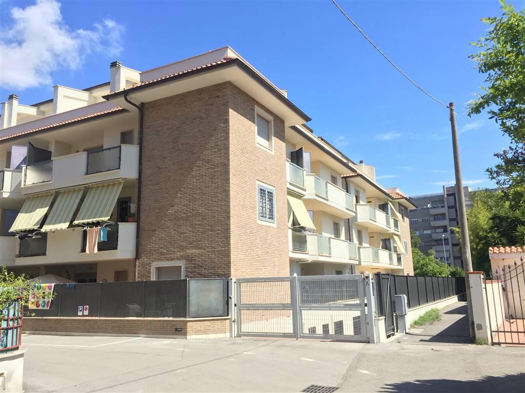 Appartamento in vendita a Latina, 2 locali, zona Località: VIALE KENNEDY, prezzo € 135.000 | CambioCasa.it