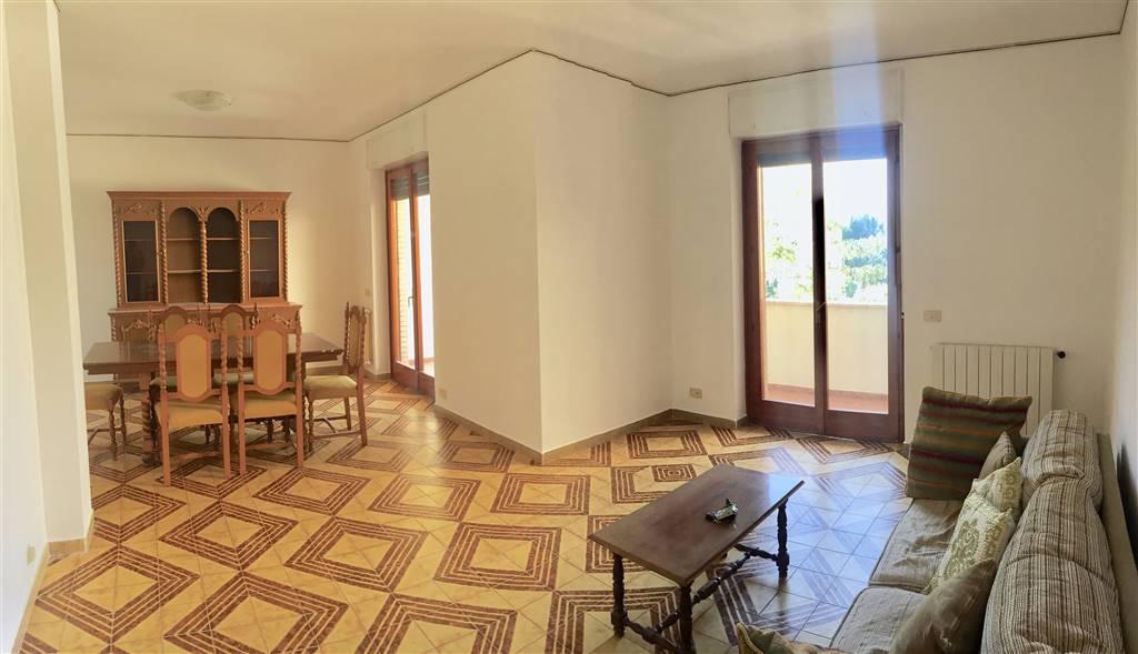 Appartamento in vendita a Latina, 6 locali, zona Località: MILLEPIEDI, prezzo € 158.000 | CambioCasa.it