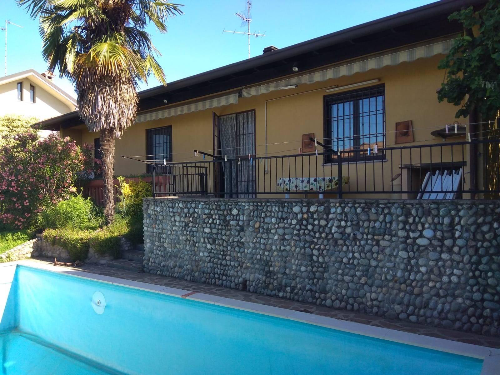Villa a BUSNAGO