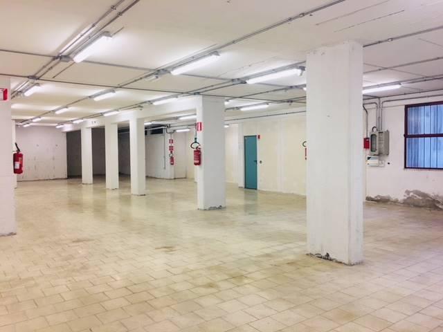 REPUBBLICA, PRATO, Magazzino in affitto di 200 Mq, Classe energetica: G, composto da: 1 Vano, 1 Bagno, Prezzo: € 1.200
