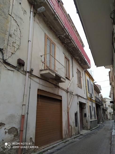 Palazzo / Stabile in vendita a Cimitile, 10 locali, prezzo € 140.000   CambioCasa.it