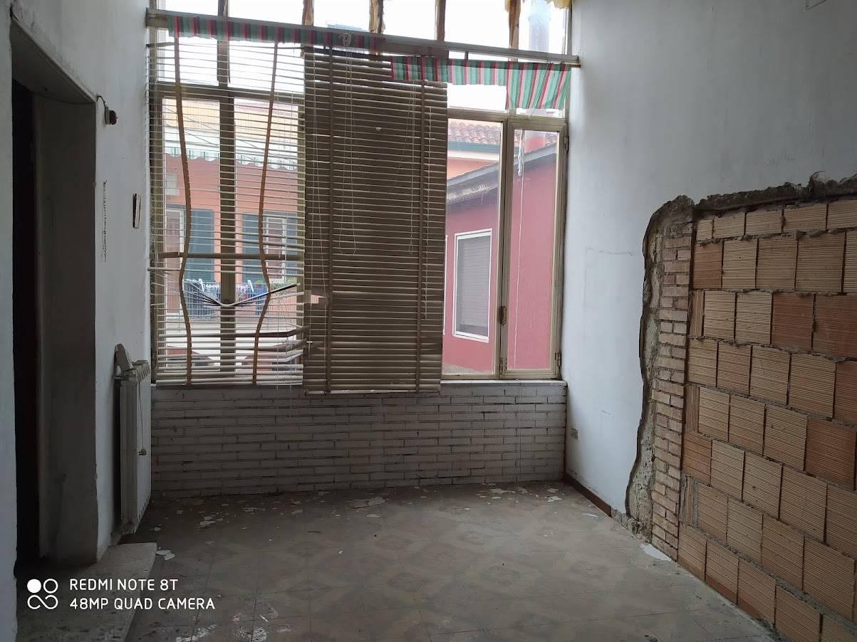 Appartamento in vendita a Cimitile, 4 locali, zona Località: CIMITILE, prezzo € 60.000   CambioCasa.it
