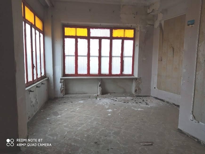 Appartamento in vendita a Cimitile, 4 locali, zona Località: CIMITILE, prezzo € 80.000   CambioCasa.it