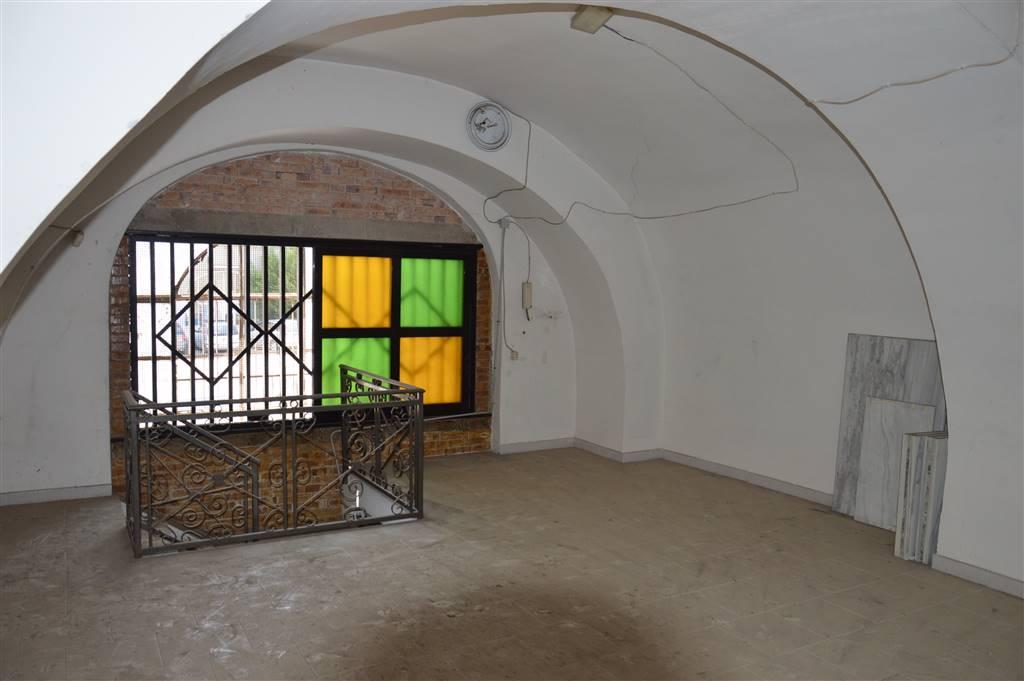 Immobile Commerciale in affitto a Nola, 6 locali, prezzo € 1.300 | CambioCasa.it