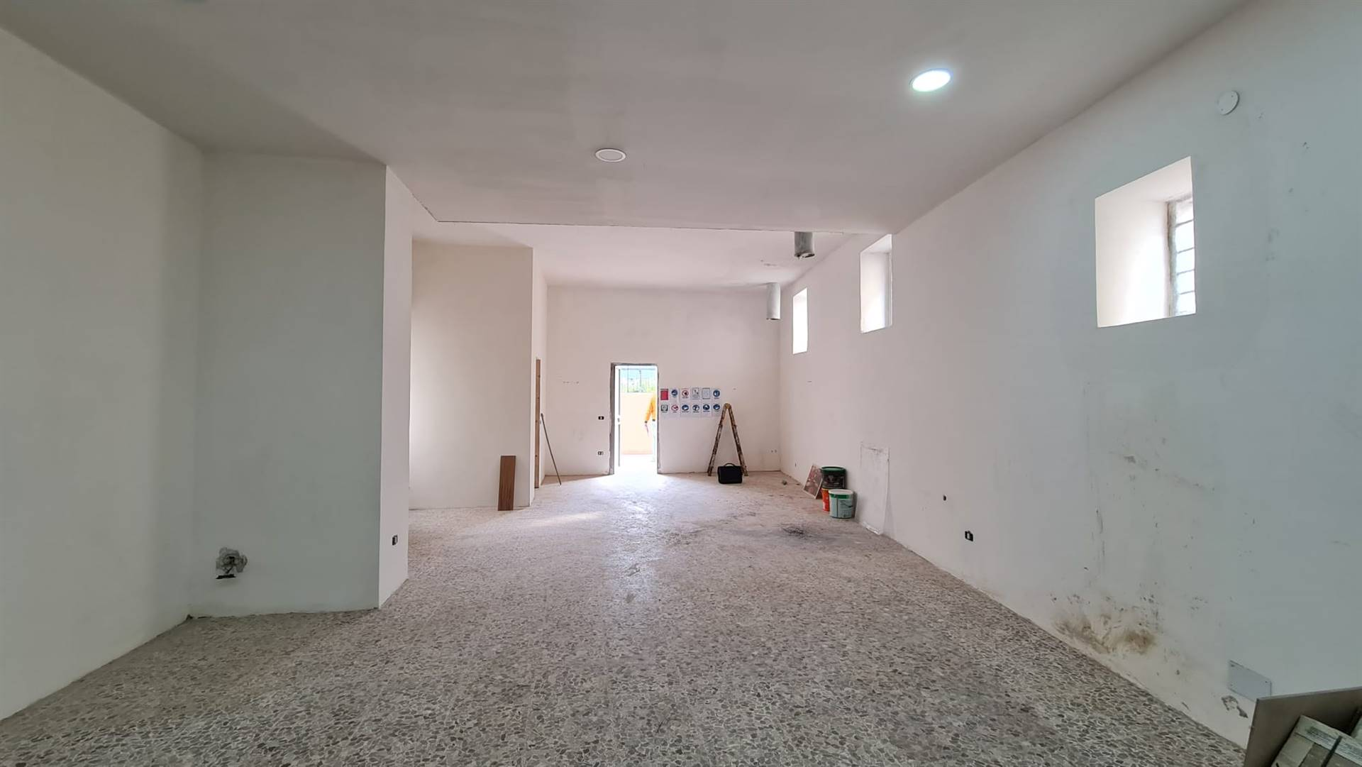 Immobile Commerciale in affitto a Nola, 9999 locali, zona Località: NOLA, prezzo € 950 | CambioCasa.it
