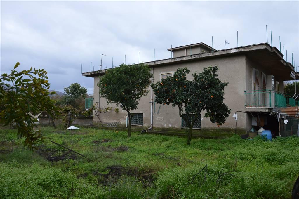 Villa in vendita a Cimitile, 8 locali, zona Località: CIMITILE, prezzo € 200.000   CambioCasa.it