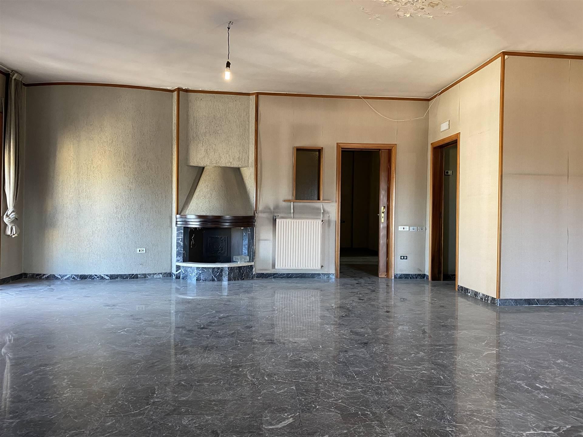 Appartamento in vendita a Nola, 8 locali, prezzo € 390.000 | CambioCasa.it