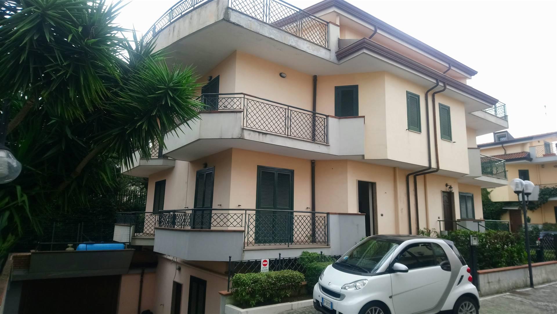 Villa Bifamiliare in affitto a Nola, 6 locali, zona Località: NOLA, prezzo € 950 | CambioCasa.it