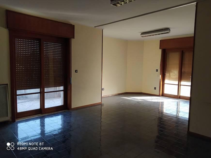Ufficio / Studio in affitto a Nola, 5 locali, zona Località: NOLA, prezzo € 1.000 | CambioCasa.it