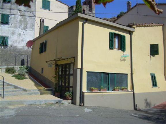 Appartamento in vendita a Pomarance, 5 locali, zona Zona: Micciano, prezzo € 95.000 | CambioCasa.it