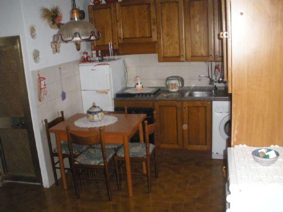 Appartamento in vendita a Montecatini Val di Cecina, 3 locali, zona Zona: Sassa, prezzo € 48.000 | CambioCasa.it