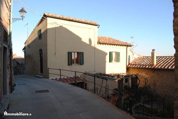 Appartamento in vendita a Castelnuovo di Val di Cecina, 4 locali, zona Zona: Montecastelli Pisano, Trattative riservate   CambioCasa.it