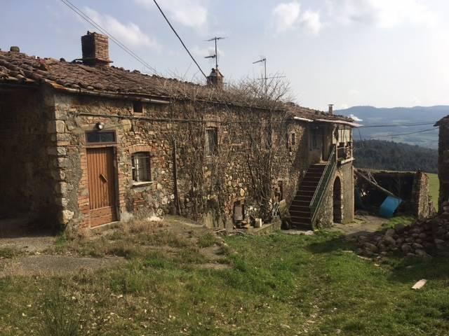 Rustico / Casale in vendita a Pomarance, 10 locali, zona Zona: Serrazzano, prezzo € 160.000 | CambioCasa.it