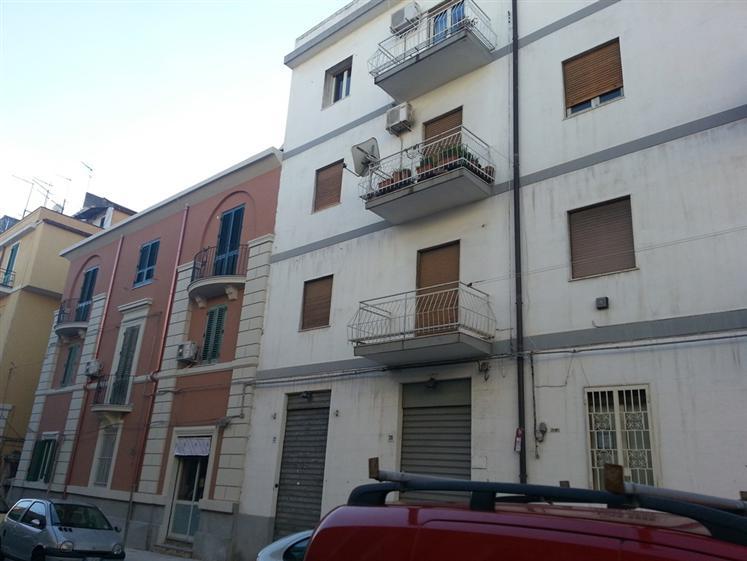 Trilocale in Via Monsignor D'arrigo, C. Storico: Duomo, Via Garibaldi, C.so Cavour, Messina