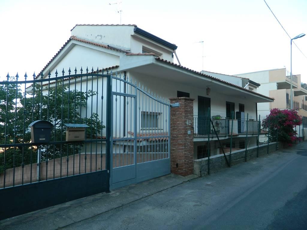 Villa a schiera in Via Cimitero, Nizza Di Sicilia