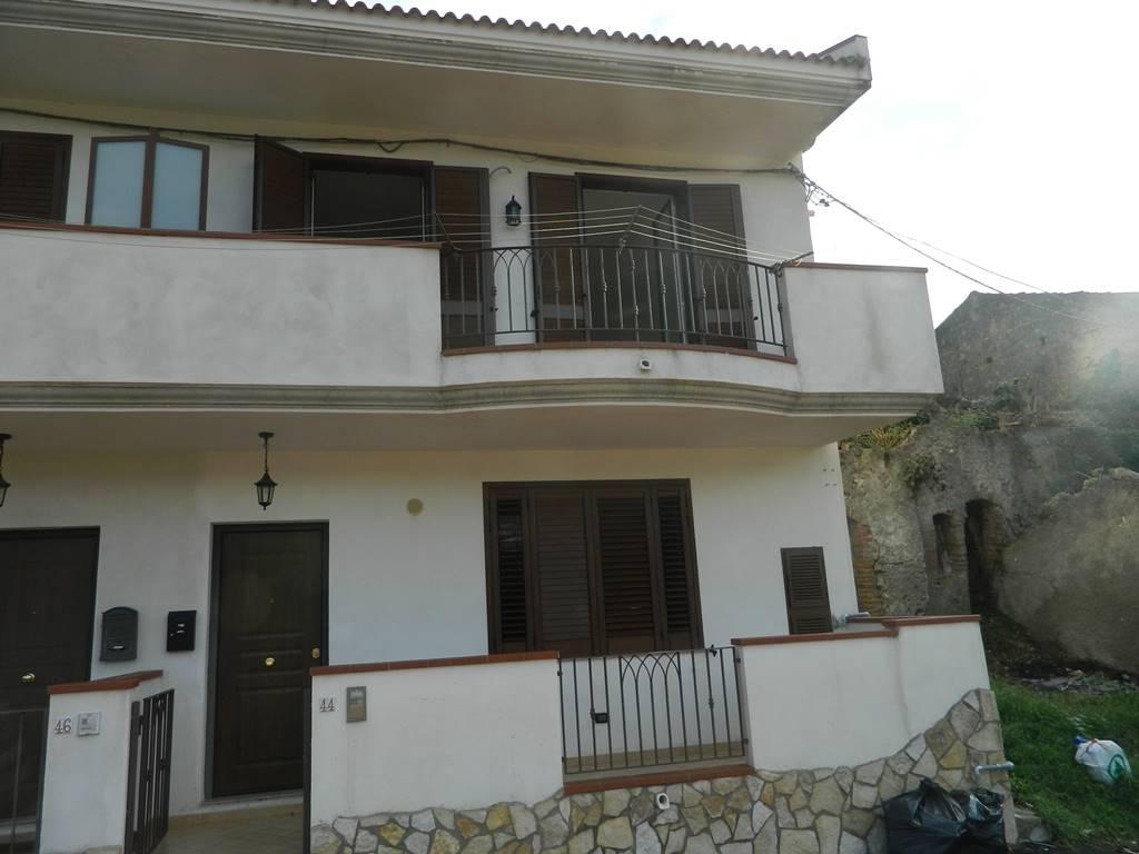 Casa semi indipendente in Via Alessandro Manzoni, Cavaliere, Saponara