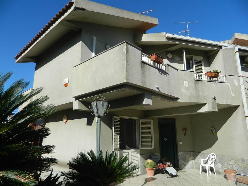 Villa a schiera in Via Galatea 6, Saponara Marittima, Saponara