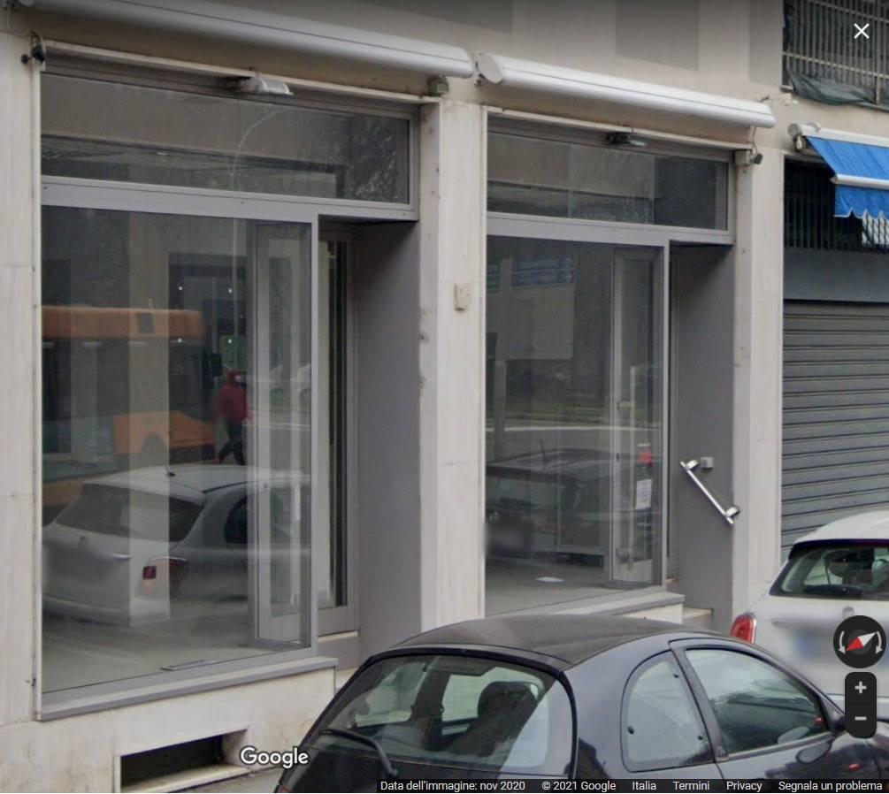 Negozio / Locale in affitto a Corsico, 2 locali, prezzo € 1.200   CambioCasa.it