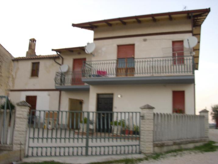 Azienda Agricola in vendita a Bellante, 9999 locali, prezzo € 370.000 | CambioCasa.it