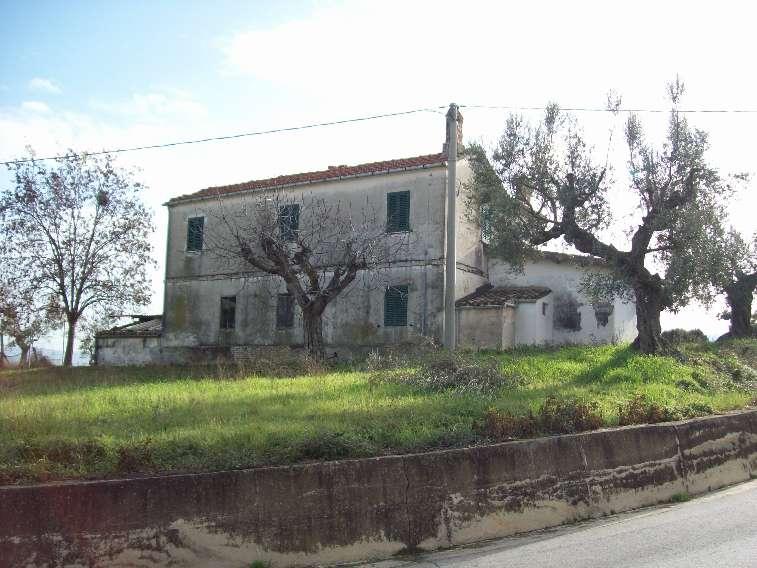 Rustico / Casale in vendita a Castellalto, 6 locali, prezzo € 140.000   CambioCasa.it
