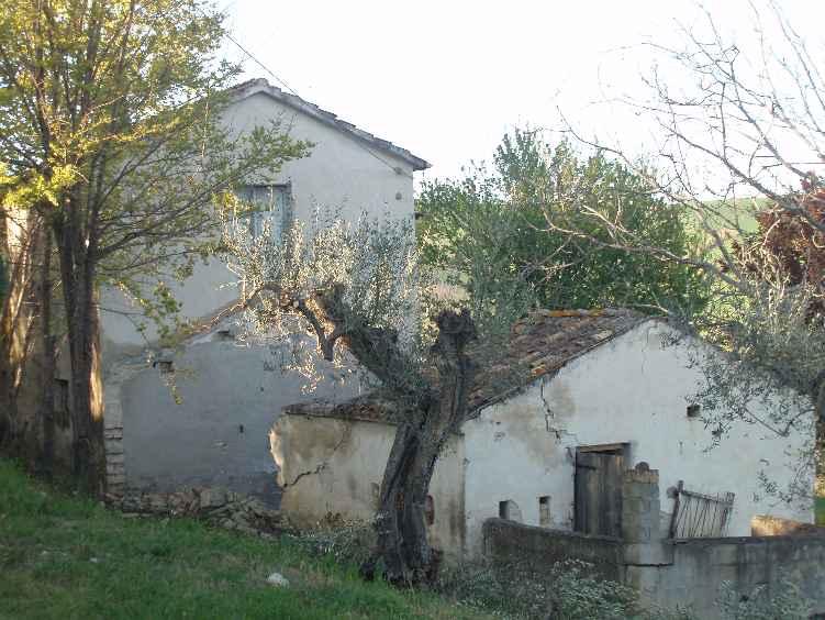 Soluzione Indipendente in vendita a Roseto degli Abruzzi, 4 locali, zona Zona: Casal Thaulero, prezzo € 85.000 | CambioCasa.it