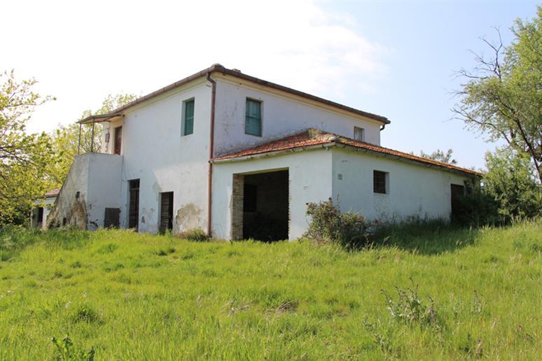 Colonica, Montone, Mosciano Sant'angelo, da ristrutturare
