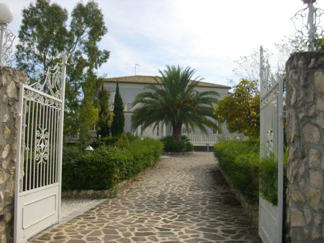 Villa in vendita a Roseto degli Abruzzi, 15 locali, zona Zona: Montepagano, prezzo € 680.000 | CambioCasa.it