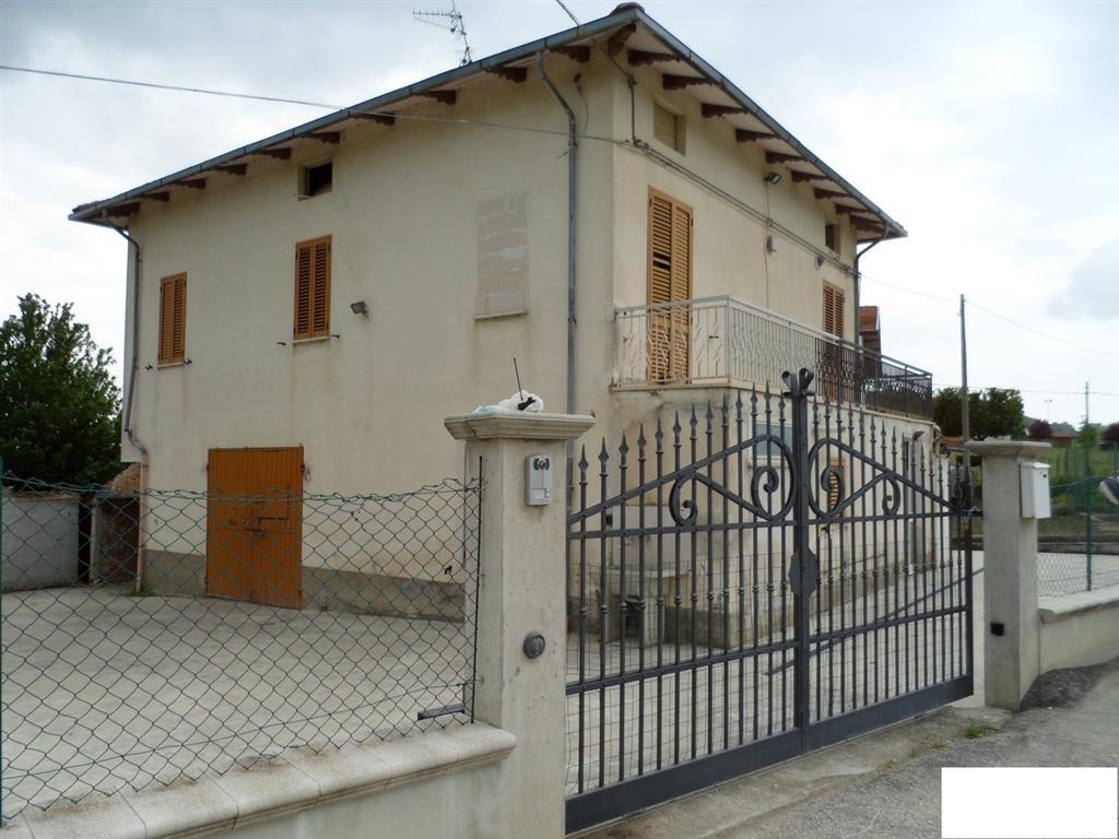 Casa singola, Bellante, da ristrutturare