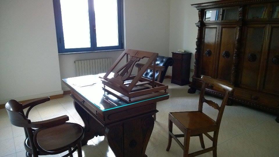 Ufficio / Studio in affitto a Giulianova, 3 locali, prezzo € 400 | CambioCasa.it