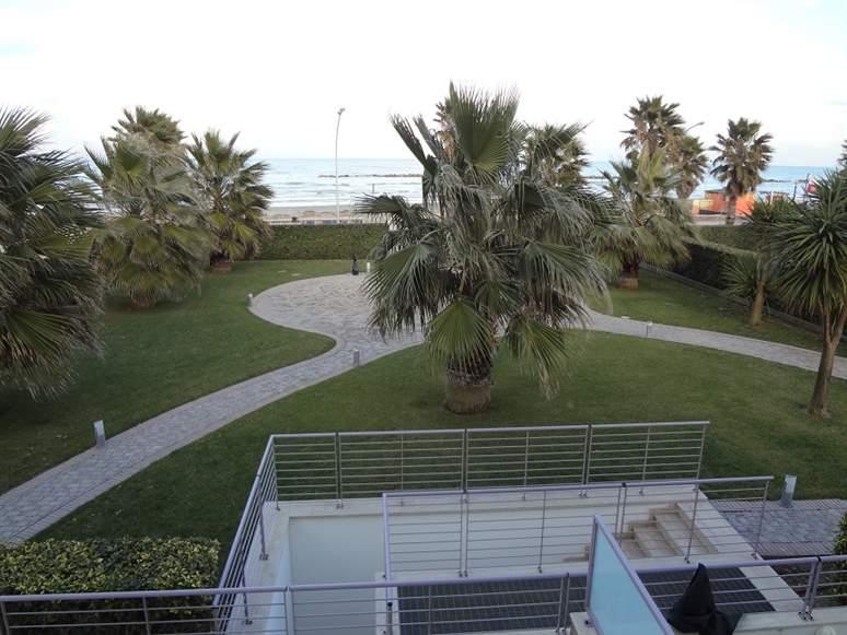 Appartamento in vendita a Roseto degli Abruzzi, 6 locali, zona Zona: Cologna Spiaggia, prezzo € 479.000 | CambioCasa.it