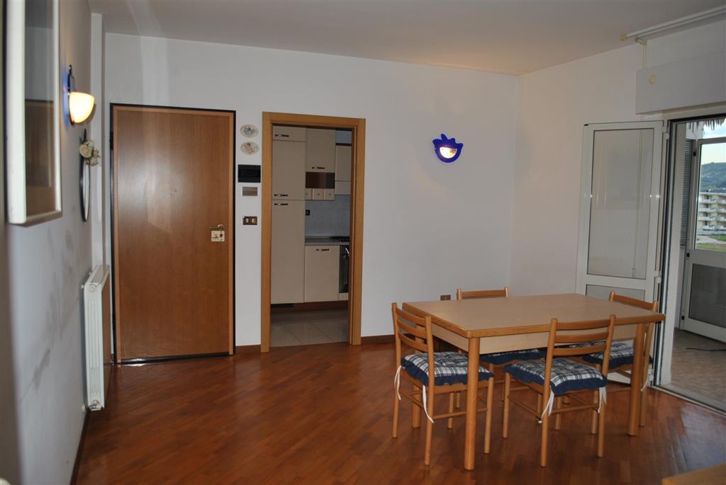 Appartamento in vendita a Alba Adriatica, 4 locali, prezzo € 130.000   CambioCasa.it