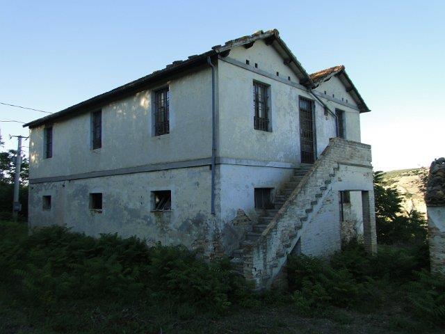 Rustico / Casale in vendita a Notaresco, 5 locali, zona Località: CAPRACCHIA, prezzo € 125.000 | PortaleAgenzieImmobiliari.it