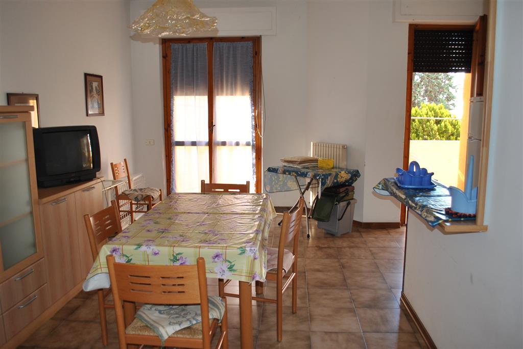 Appartamento in vendita a Alba Adriatica, 3 locali, prezzo € 125.000   CambioCasa.it