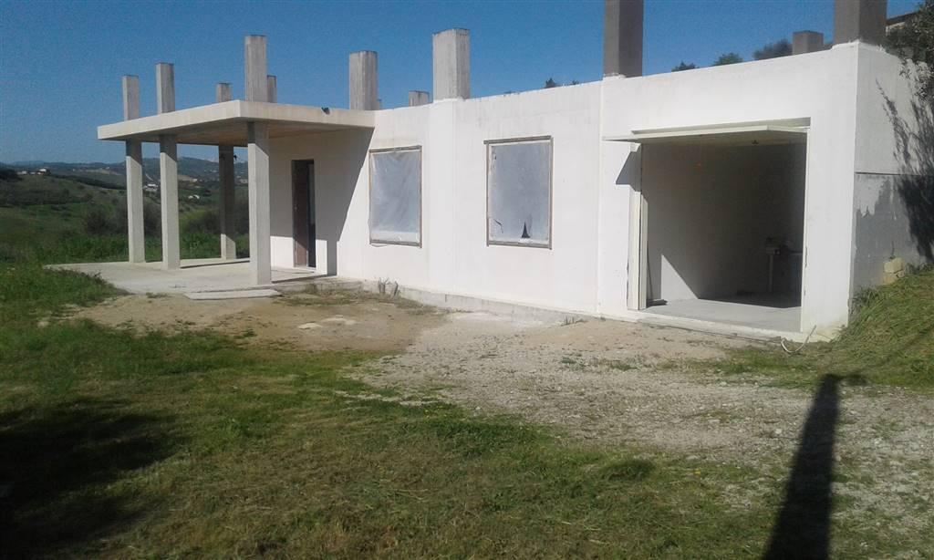 Villa, Notaresco, in nuova costruzione