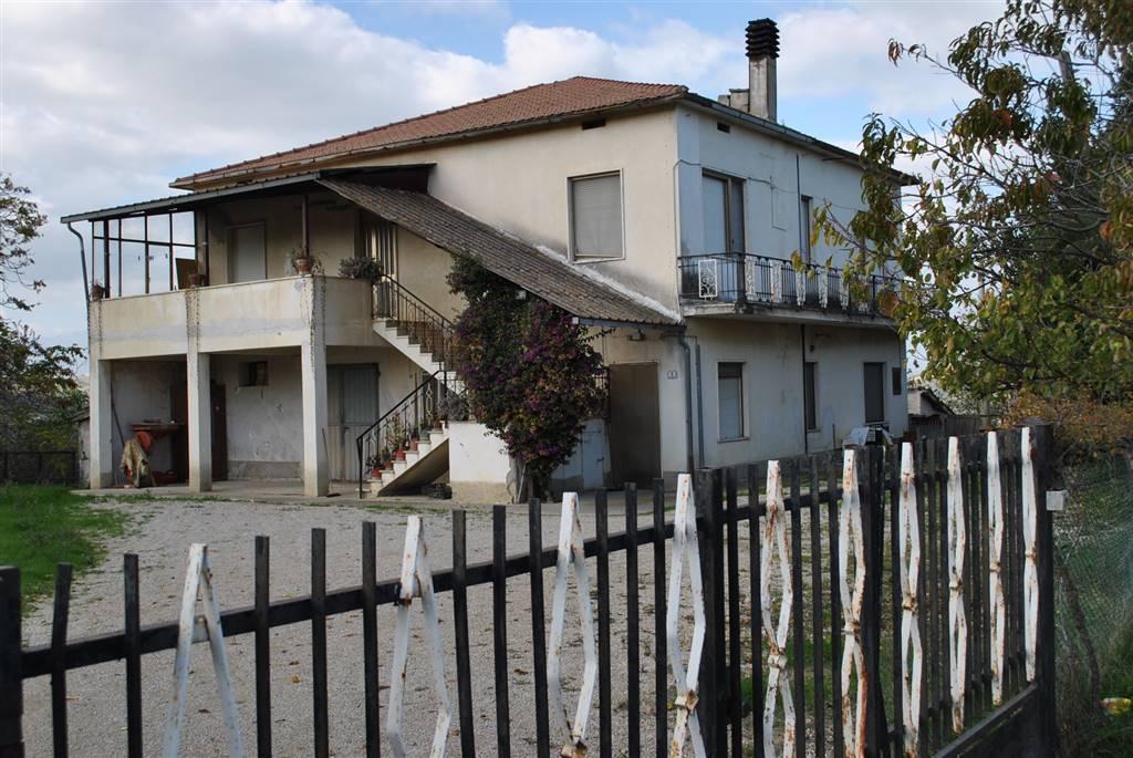 Rustico casale, Montone, Mosciano Sant'angelo, da ristrutturare