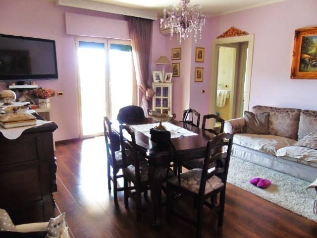 Appartamento in vendita a Roseto degli Abruzzi, 5 locali, prezzo € 148.000 | CambioCasa.it