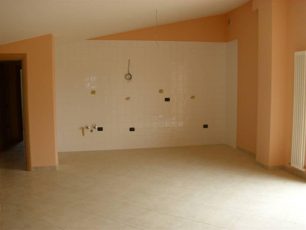 Appartamento in vendita a Bellante, 3 locali, zona Zona: Ripattoni, Trattative riservate   CambioCasa.it