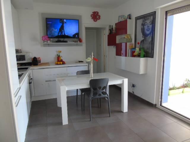Appartamento in vendita a Alba Adriatica, 3 locali, prezzo € 110.000   CambioCasa.it