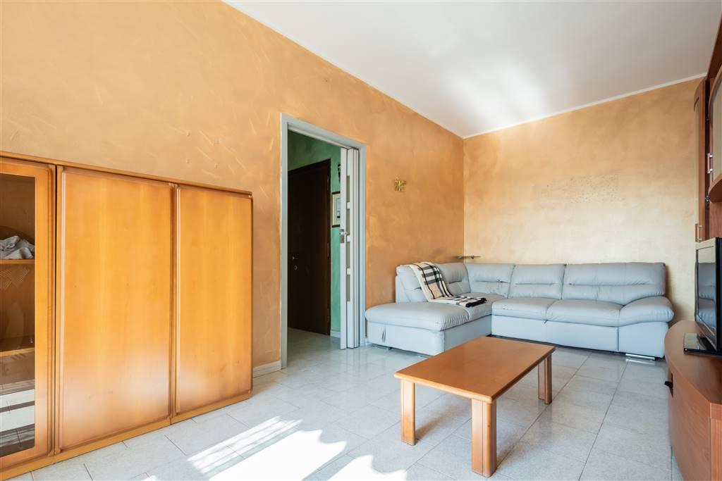 Cinisello adiacenze Via XXV Aprile, in contesto condominiale proponiamo appartamento di 2 LOCALI ARREDATO con cucina abitabile, balcone e solaio. Ottima esposizione, vista panoramica verso il Parco