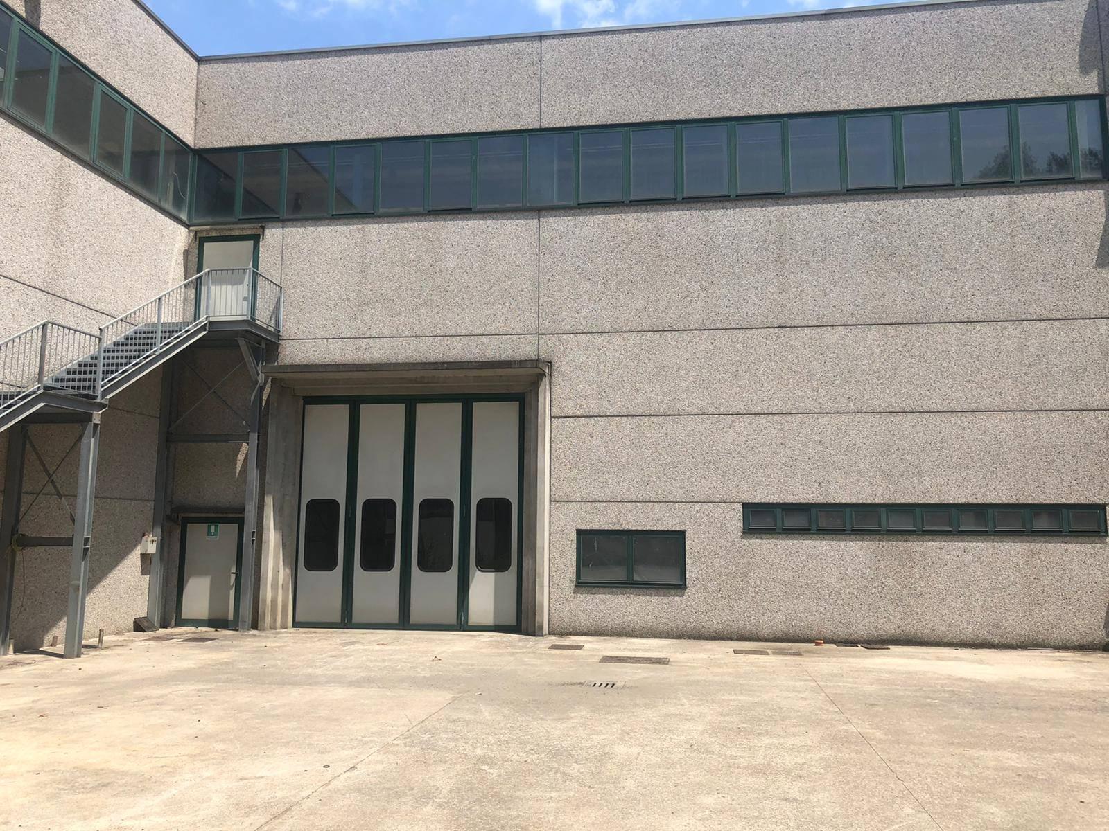 Nella zona industriale di Bosisio Parini e nelle immediate vicinanze dell'ingresso della superstrada SS36, lotti di capannone industriale di diverse