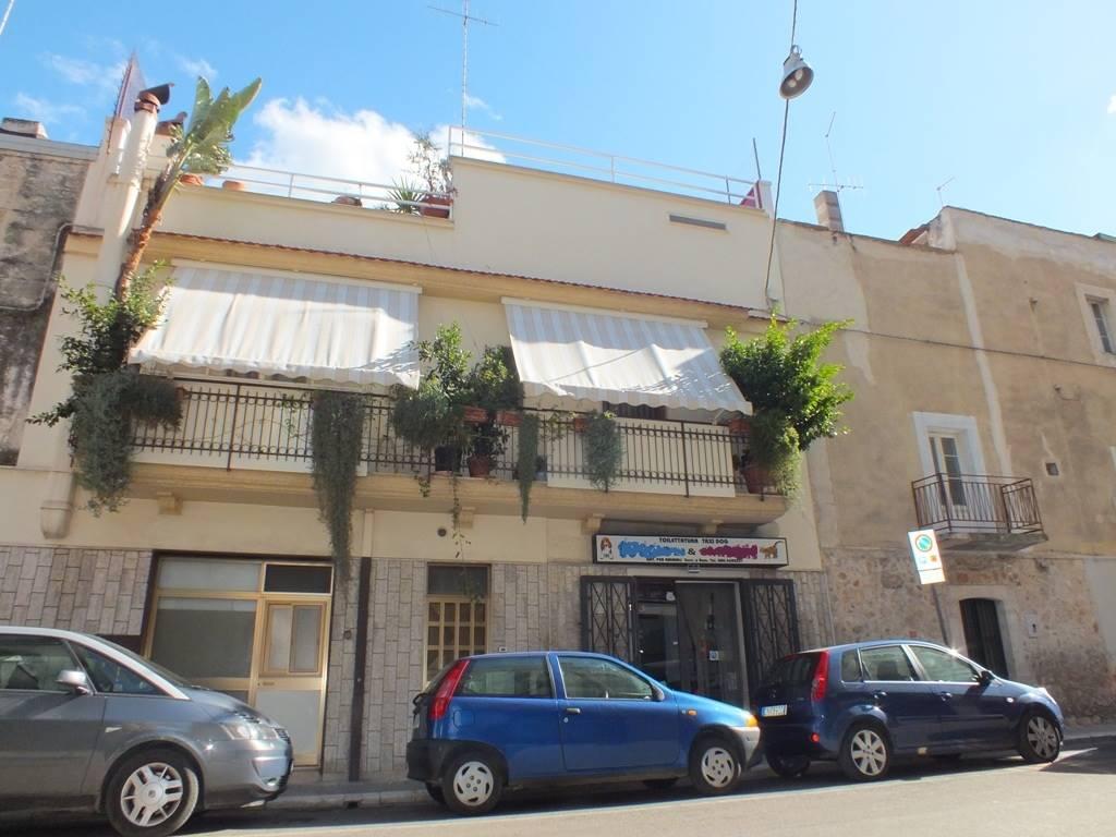 Negozio / Locale in vendita a Valenzano, 2 locali, prezzo € 86.000   CambioCasa.it
