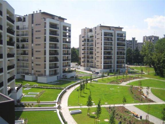 San Donato Milanese – Via Europa Laghetto: In complesso residenziale signorile di grande pregio con portineria e ampi spazi verdi, proponiamo in