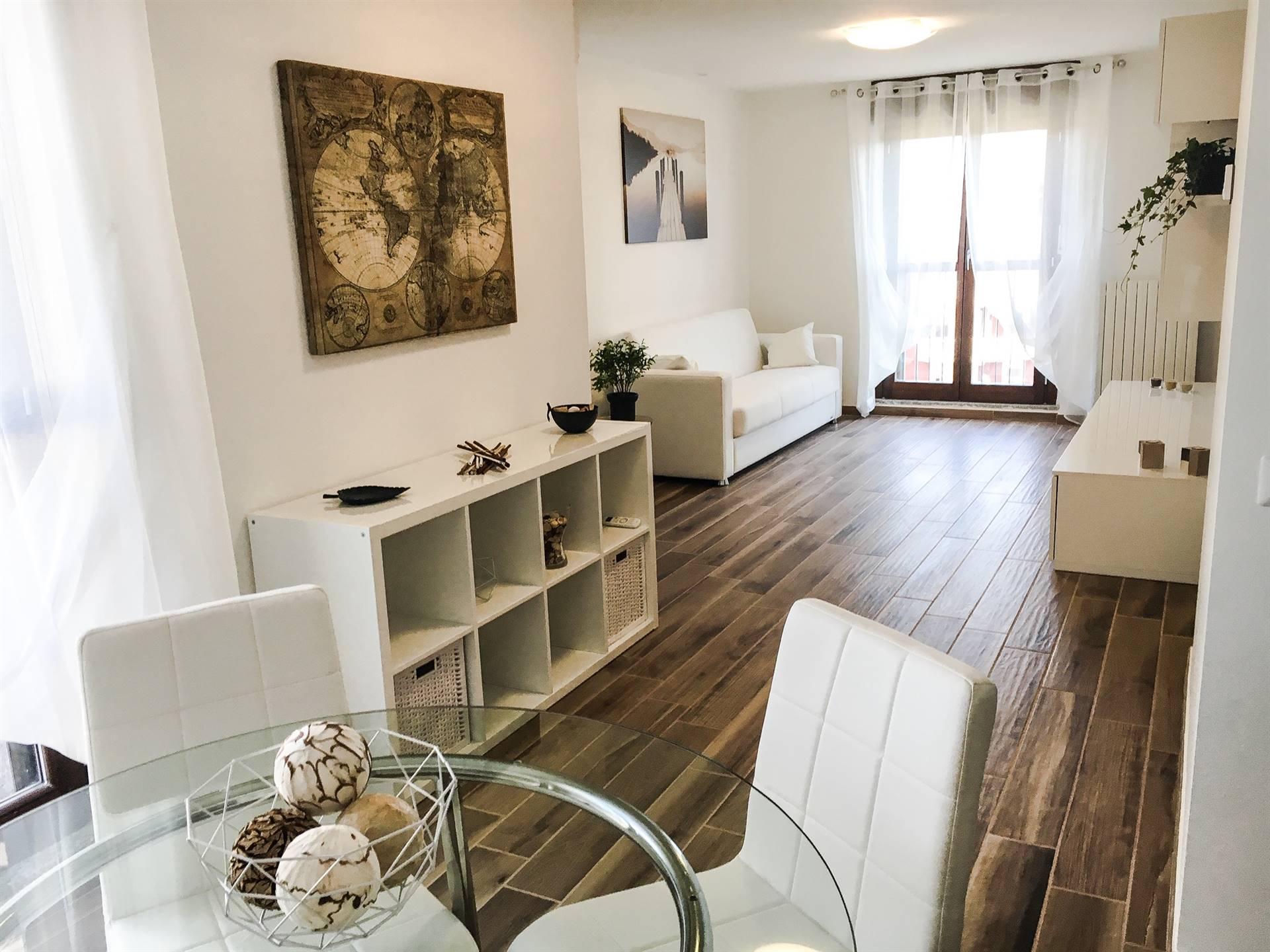 San Donato Milanese, Via Europa, proponiamo in vendita in complesso residenziale prestigioso denominato Il Laghetto appartamento elegantemente