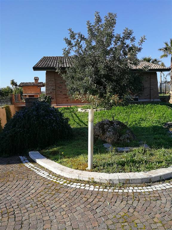 Villa in Via Piscina Scura, Borgo Grappa, Latina