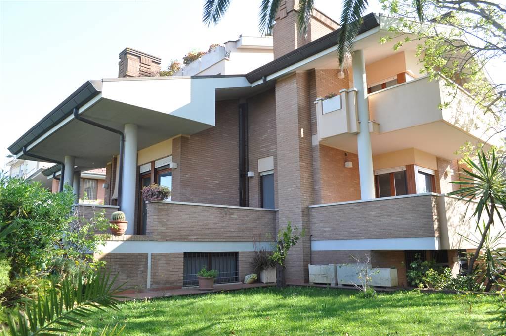 Appartamento in vendita a Latina, 15 locali, zona Località: OSPEDALE, prezzo € 990.000 | PortaleAgenzieImmobiliari.it