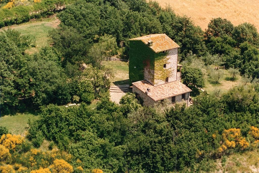 Rustico / Casale in vendita a Gualdo Cattaneo, 8 locali, zona Zona: Grutti, prezzo € 998.000 | CambioCasa.it