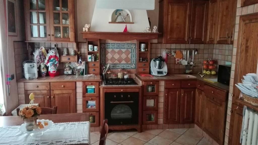 Quadrilocale, Valentini, Prato, in ottime condizioni