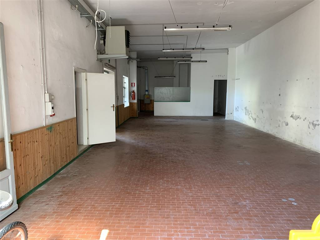 SANTA MARIA, CAMPI BISENZIO, Laboratory for rent of 240 Sq. mt., Good condition, Energetic class: G, Epi: 150 kwh/m3 year, placed at Ground, composed